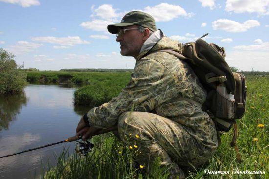 Рюкзак рыболовный Aquatic Р-40  на спине спиннингиста. Статьи о рыбалке. Снаряжение.